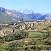 Entdecken Sie das von Vauban erbaute Dorf Mont-Dauphin in der Nähe des Campingplatzes Guillestre in den Hautes-Alpes.