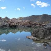 Entdecken Sie die Bergwanderungen und den herrlichen See der 9 Farben im Guillestrois.