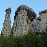 Entdecken Sie die Demoiselles Coiffées (Steinkegel) mit einmaligen geologischen Formationen in den Hautes-Alpes in der Nähe von Guillestre.