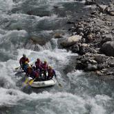 Entdecken Sie das Rafting und Wildwasseraktivitäten auf der Guil oder der Durance. Renommierte Bäche im Gebiet und eine Unterbringung auf dem nahegelegenen Campingplatz La Rochette!
