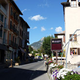 Stroll through the streets of guillestre to discover the shops, restaurants, bars, all of which are very close to the campsite.