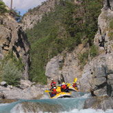 Take this opportunity while you are on holiday in the Hautes-Alpes to discover white water actvities such as rafting close the campsite at Guillestre.