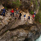 Make the best of your holidays in the Hautes-Alpes and discover canyoneering, an outdoor activity among many others in our region. A sport easy to practice on your own, with your friends or family: all of which is ideally located close to the 3-star campsite La Rochette in the Hautes-Alpes.