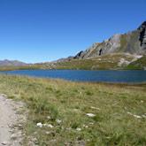 Plongez dans le lac d'Egorgeou lors de votre tour du Queyras et partez de Guillestre pour votre camp de base !