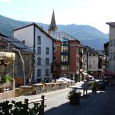 Scoprite la piccola cittadina di Guillestre, il suo campeggio e la piscina comunale.