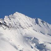 Beklim de hoogste berg de Barre des Ecrins in de Hautes-Alpes en bezoek het Nationale natuurpark, nabij de camping.